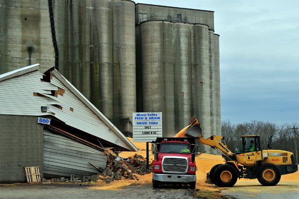 Clean up continues after massive grain spill in New Carlisle – Ohio